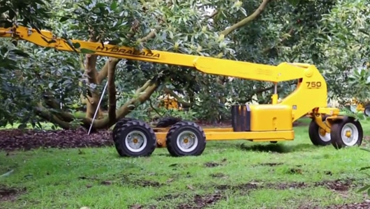 Telescopic-boom-adds-versatility-by-extending-and-retracting-the-boom-independent-to-the-chassis.